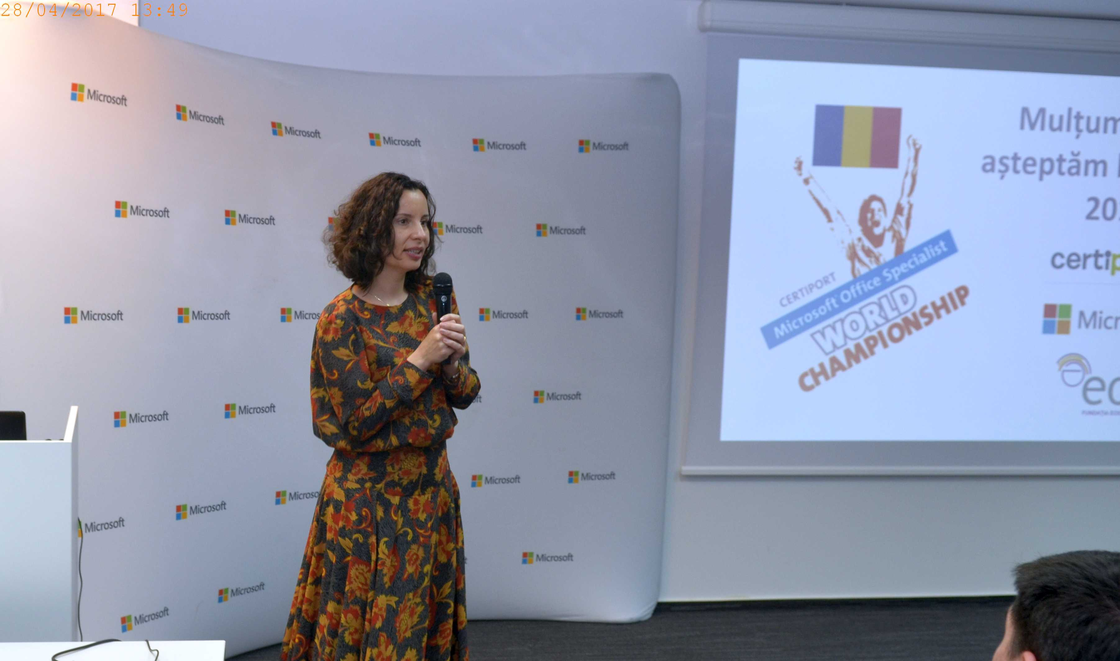 Image of Marilena Ionascu speaking
